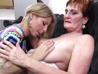 Зрелые дамы в соку порно