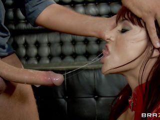 Длинноногая русская брюнетка порно