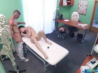 Бабка у врача порно