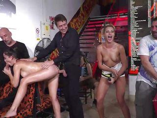 Порно анальная дрочка